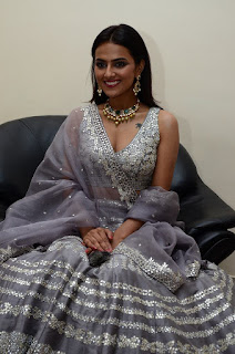 Shradha Srinath Hot Cleavage Pics In Gray Color Ghagra