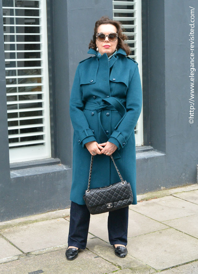 how to accessorise a trench