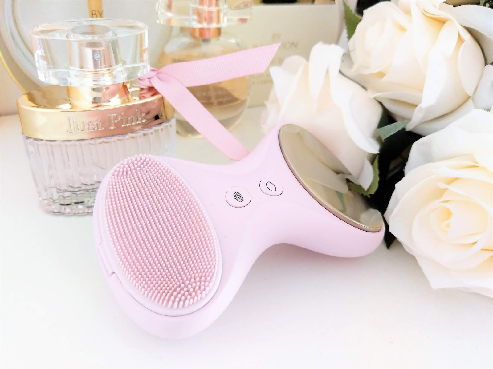 BeGlow_TIA_Cleansing_Brush
