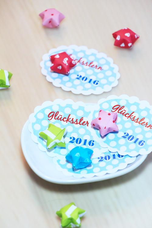 Download, Freebie, Vorlage Annette Diepolder Der Atelierladen Annettes Atelier Blogspot Sterne Glückssterne Origami, Papierstreifen Papier falten Silvester Neujahr Jahreswechsel