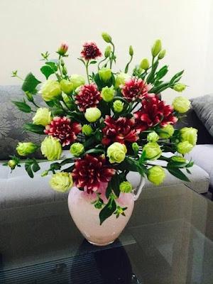 Gợi ý cách cắm hoa cưới trong lọ đơn giản mà đẹp