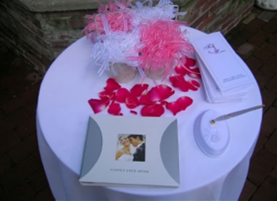 Izzah ♡: Guestbook Table Decoration