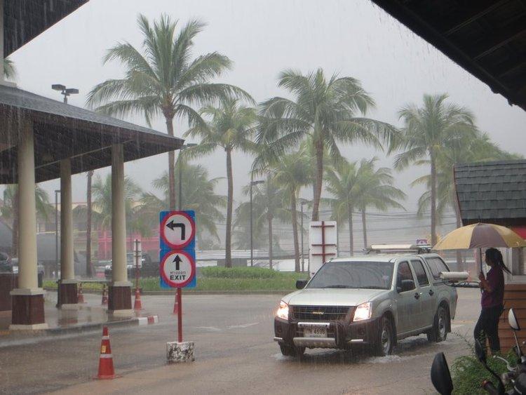 Сильный дождь Самуи