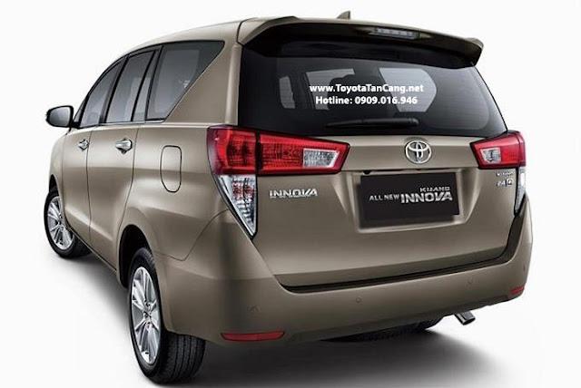 Đuôi xe Toyota Innova 2016 nhìn cứng cáp hơn hẳn phiên bản hiện tại