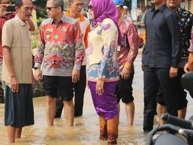 Bupati Tulangbawang Terjun Langsung Tinjau Warga Terkena Dampak Banjir