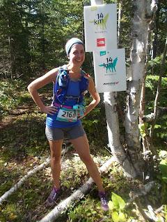 UTHC, Harricana, coureuse souriante, été, affiche de kilométrage, forêt