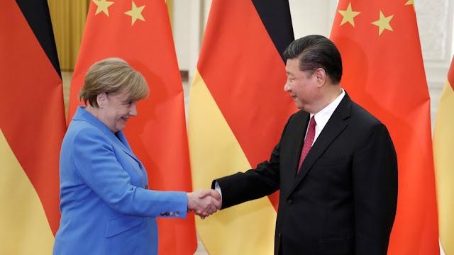 Belebetegedve és belefáradva az USA külpolitikájába, Németország Kína felé tolódik, mely tárt karokkal várja.