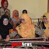 Ketua Persit Koorcab Rem 141/Tp  Ny. Heny Suwarno, Meninjau Keterampilan Tradisional Bone