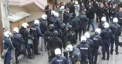 Η κυβέρνηση δίνει αυθαίρετη και αντισυνταγματική εντολή στις δυνάμεις ασφαλείας να εισβάλλουν σε σπίτια χωρίς ένταλμα εισαγγελέα(!) όπου παρ...
