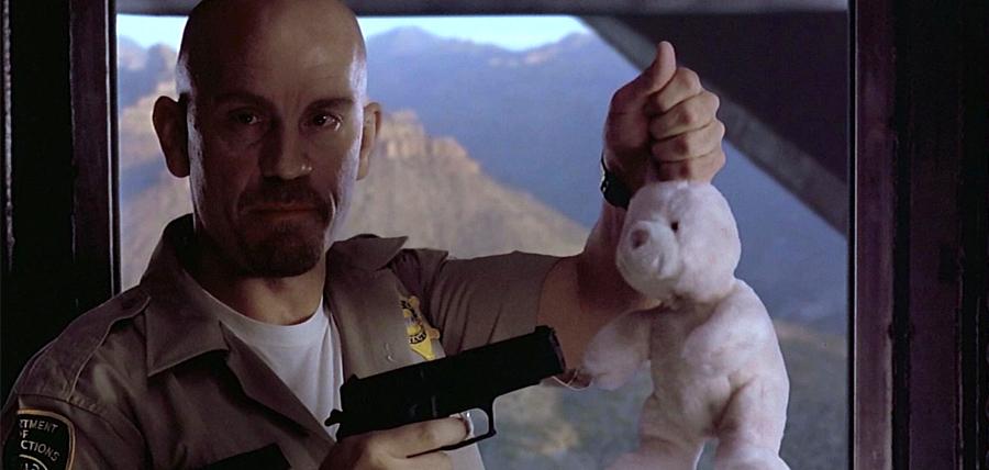 John Malkovich într-o secvenţă memorabilă din filmul Con Air