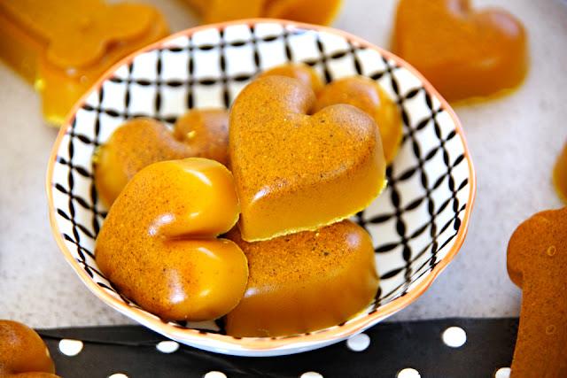Turmeric gelatin gummy dog treats shaped like hearts