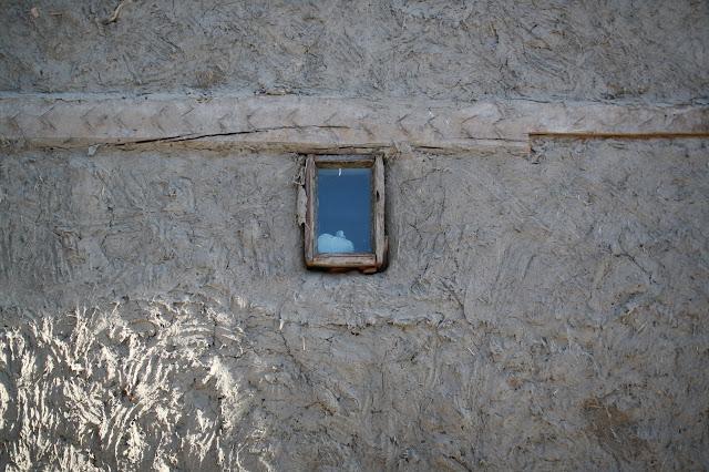 Ouzbékistan, Boukhara, mur, pisé, fenêtre, © L. Gigout, 2010