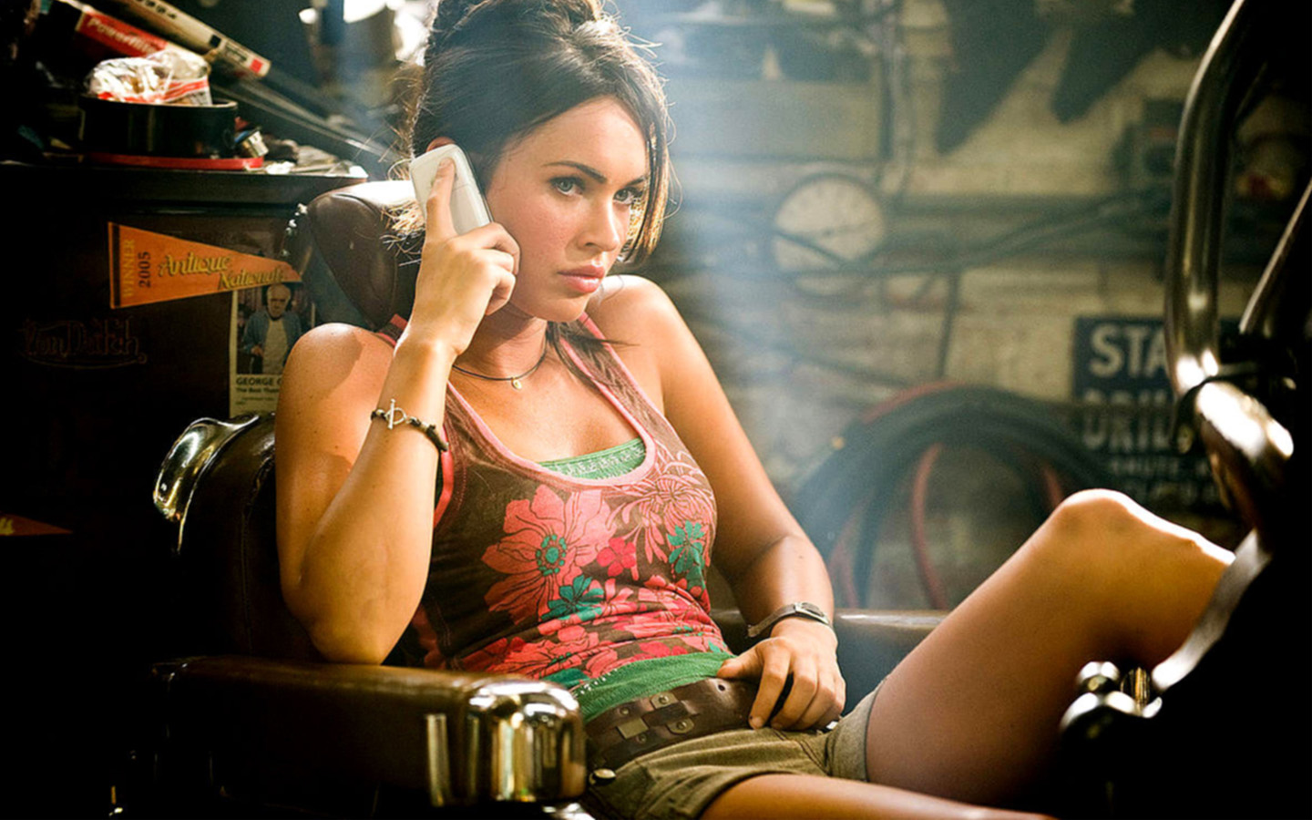 http://4.bp.blogspot.com/-a_yVJBkUkgI/TwgAmndcFjI/AAAAAAAAAlk/EQozyvXAmtE/s1600/Megan+Fox+Wallpapers+HD+2.jpg