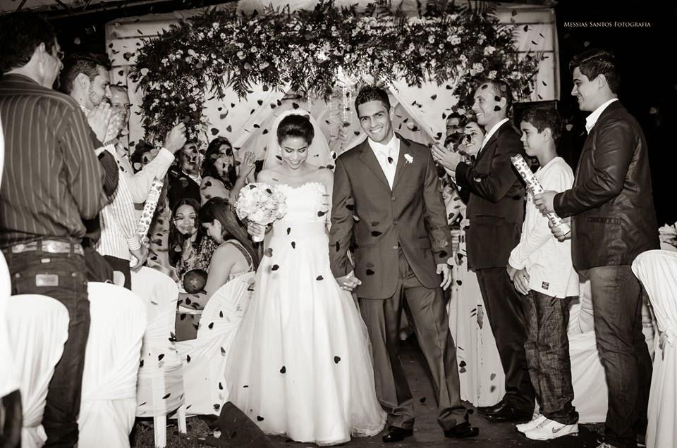 saída dos noivos - chuva de corações
