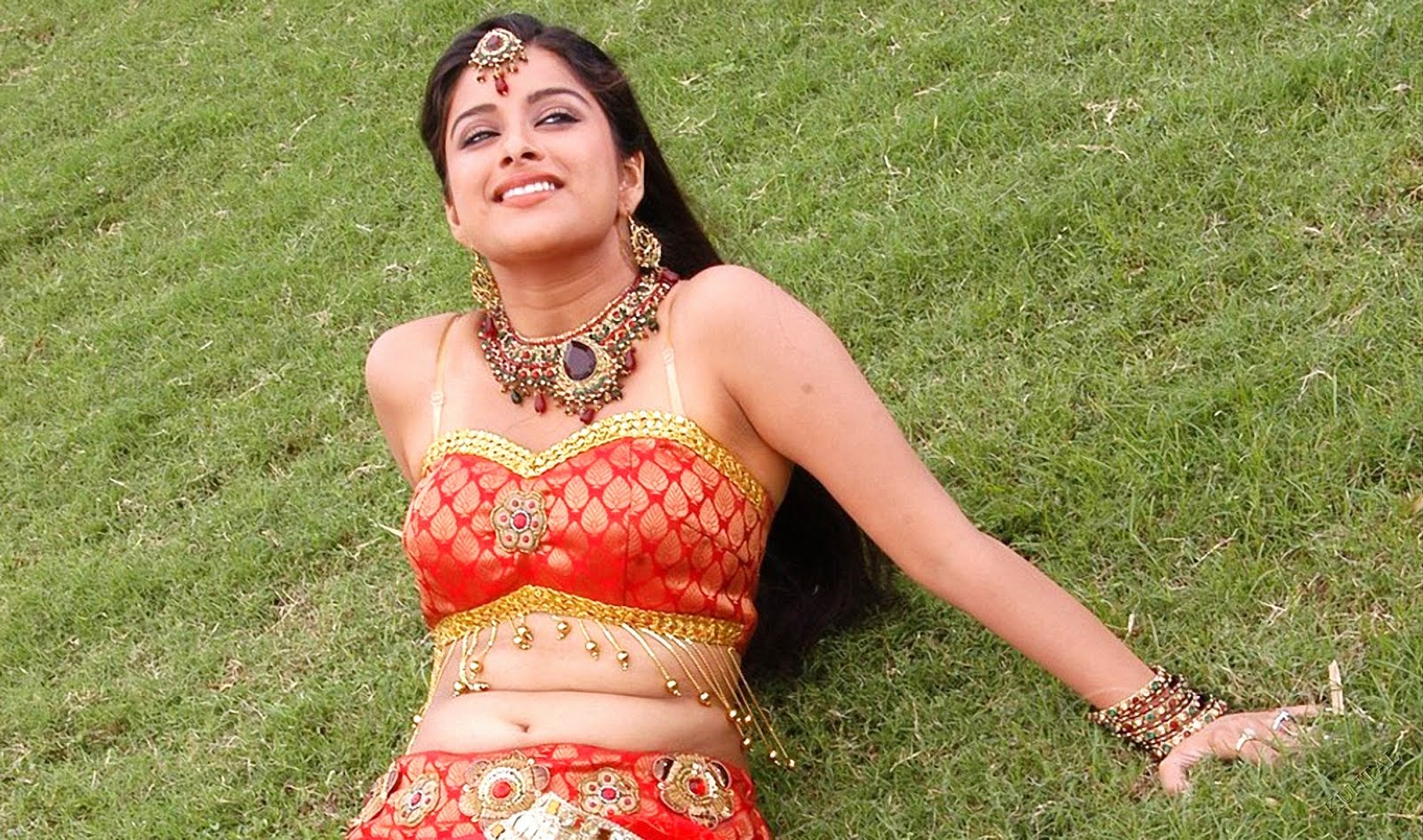 Photos Hot Pictures Sexy Wallpapers: Madhurima Banerjee