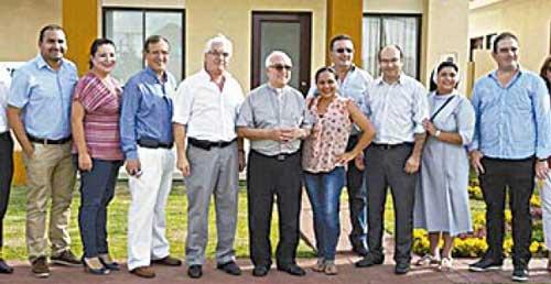 Rifan una casa para ayudar a hogares católicos en Santa Cruz
