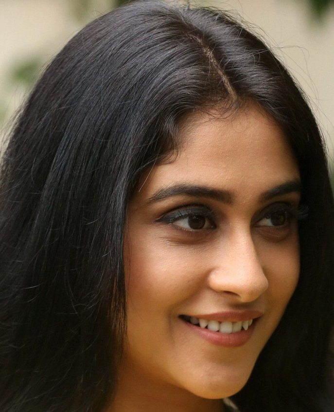 Telugu Actress Regina Cassandra Smiling Face Close Up Photos