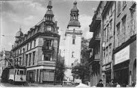 Plac Piastowski- z prawej strony znajduje się Dom Zdrojowy