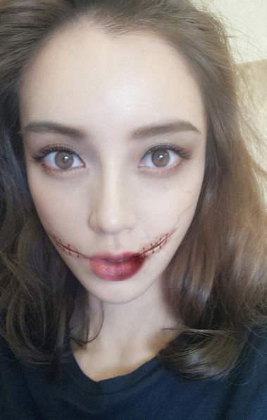 Angelababy does zombie cosplay for Halloween