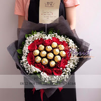 bunga valentine, buket bunga dan cokelat, handbouquet ferrero rocher, toko bunga valentine, bunga rose merah dan cokelat, florist jakarta barat