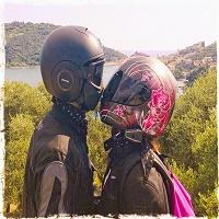 Helmet Kiss