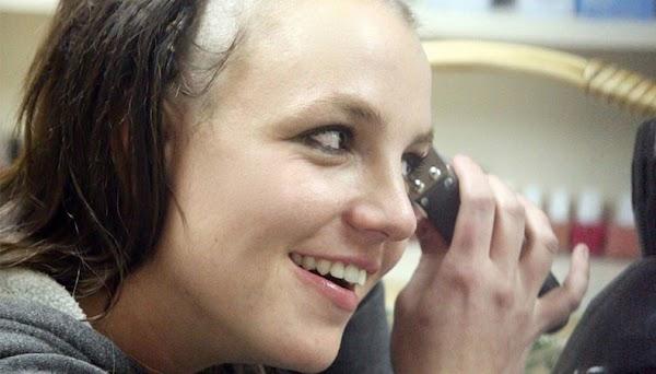 O trailer do telefilme biográfico não autorizado de Britney Spears está entre nós!