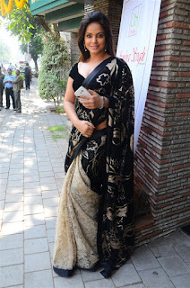 Neetu Chandra in Black Saree at Designer Sandhya Singh Store Launch Mumbai (7).jpg