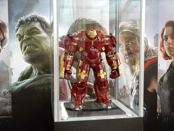Avengers Age of Ultron Iron Man Hulkbuster model exhibit
