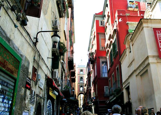 spaccanapoli, Napoli, turisti, palazzi, strada