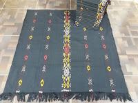 http://www.tenun-troso.com/2017/09/kain-tenun-tradisional-blanket-dari.html