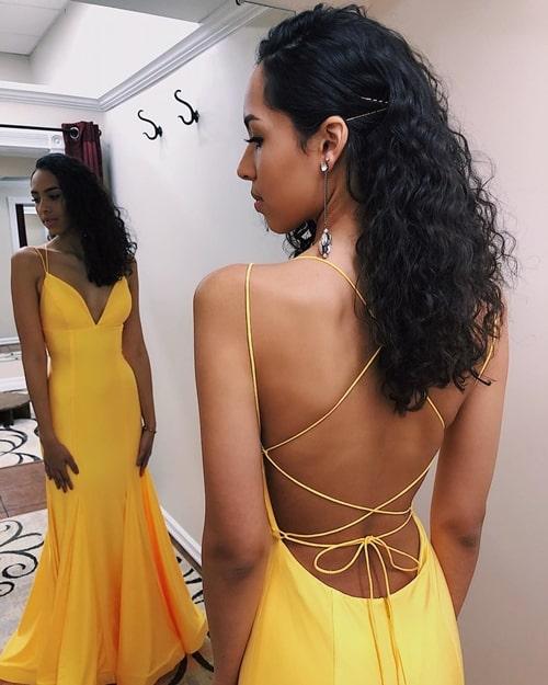 vestido de festa amarelo com decote nas costas