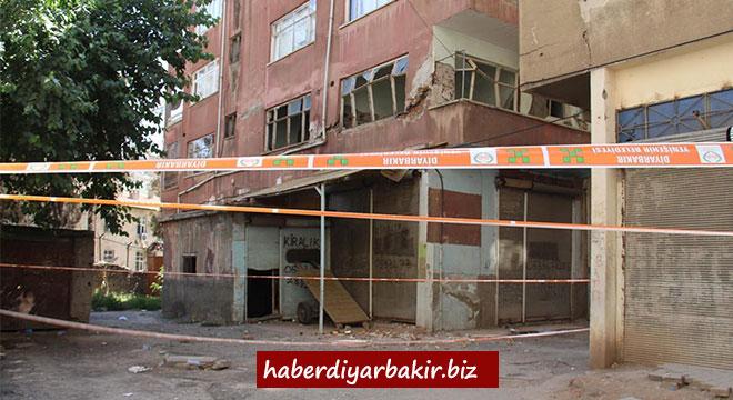 Diyarbakır Şehitlikte kolonları patlayan apartmanın sakinleri yardım bekliyor