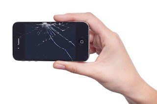 Smartphone mit gerissenem Display