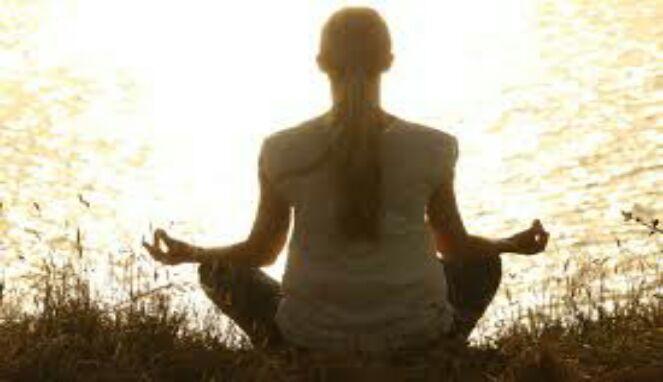 Meditasi menfontrol haus dan lapar