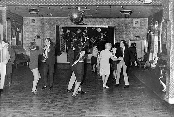 Los Beatles antes de que fueran famosos, foto tomada en el año 1961. Fotos insólitas que se han tomado. Fotos curiosas.
