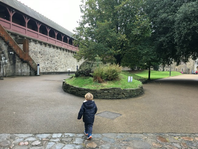 toddler-at-cardiff-castle