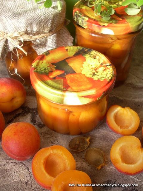 owoce z nalewki, morele, morele w syropie, przetwory, spiżarnia,