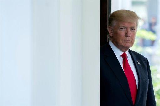 Trump posterga traslado de embajada de EE.UU. a Jerusalén