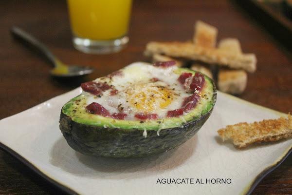 Receta del día: aguacate al horno con huevo, jamón y queso