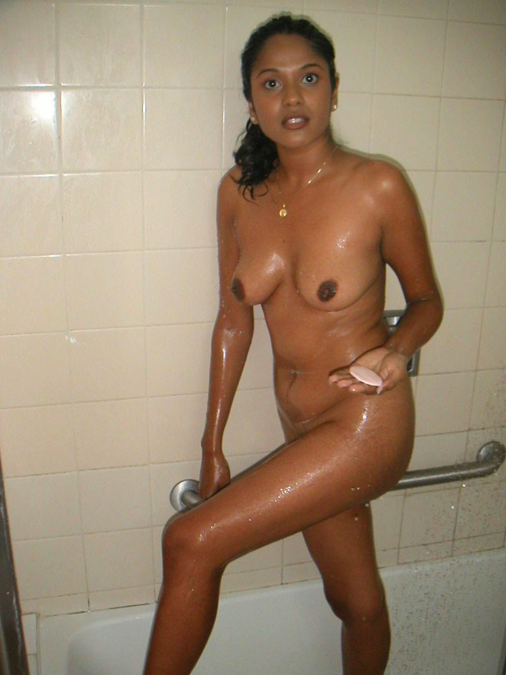 Desi Nude Album Desi Aunty Nude Bathing Photo-7849