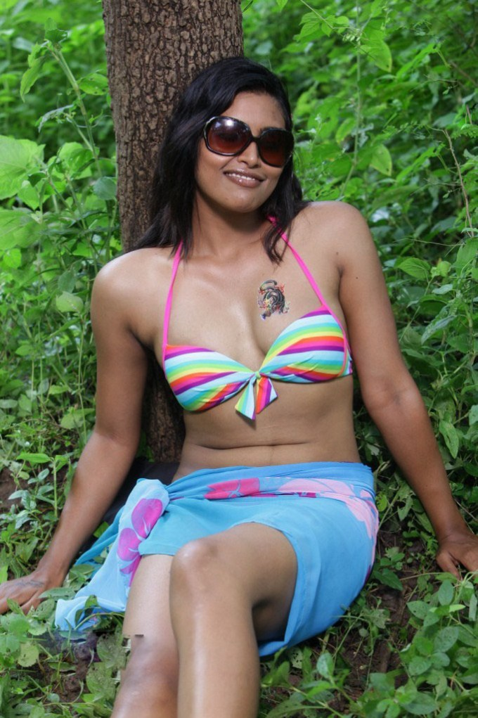 pleasing darling Sravanthi latest hot pics in bikini