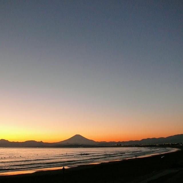 湘南海岸・砂浜のみち 鵠沼海岸 富士山