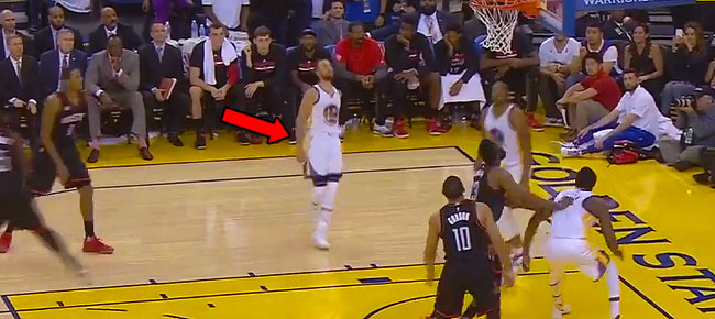 Steph Curry Hits The Last Minute Jumper After CRAZY Ball Movement! (VIDEO)