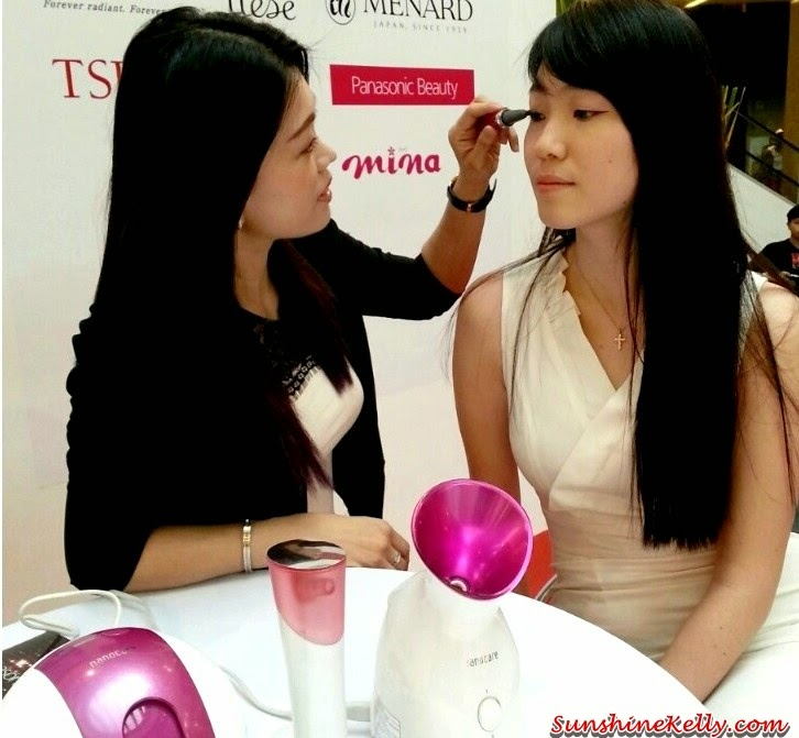 Panasonic Beauty, Panasonic Beauty Pore Cleanser, On Stage presentation, on stage demo, japan beauty week, eyelash curler