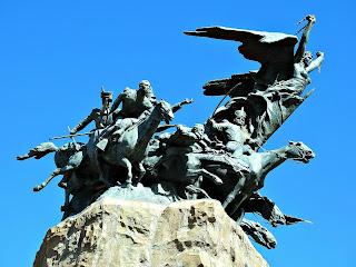 A Liberdade e A Cavalaria - Monumento La Patria al Ejército de los Andes, Parque General San Martín, Mendoza