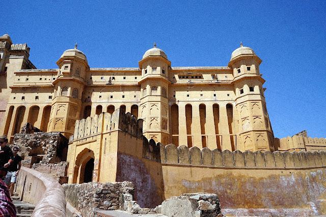 Benteng Amber Fort di lihat dari tangga