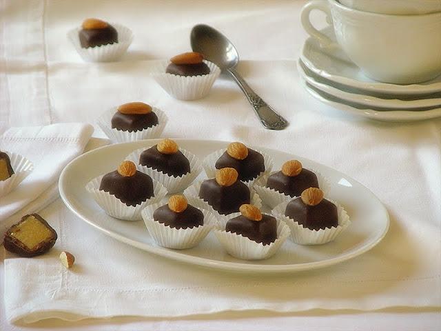 recette de friandises pour les fêtes avec du chocolat et d ela pâte d'amande