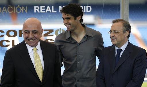 Kaká poses with AC Milan vice-president Adriano Galliani and Real Madrid president Florentino Pérez