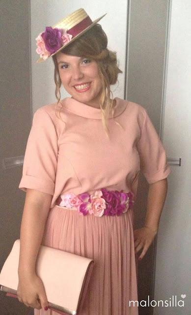 Look invitada en rosa palo con falda larga de tul y blusa