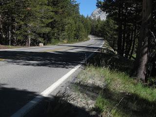 Die Tioga Road ist die einzige Straße, die während der 314 km überquert werden muss.